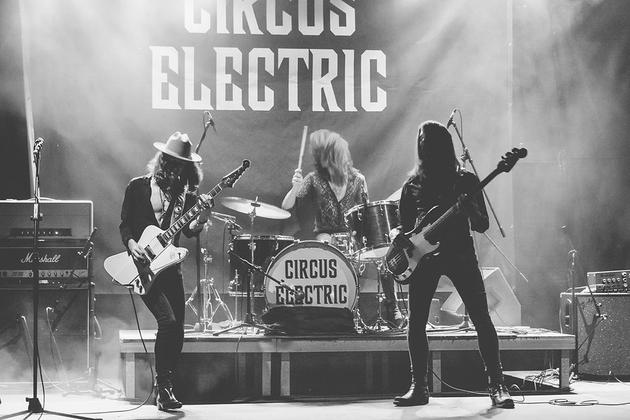 CIRCUS ELECTRIC Shot by Sara Müller.jpg