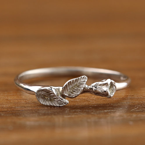 Rosebud Ring in White Gold
