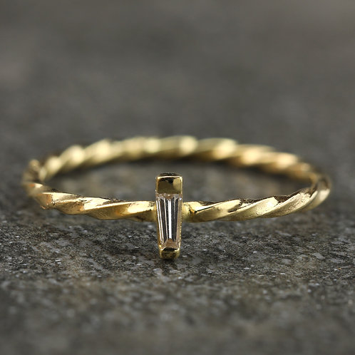 Twisted Baguette Solitaire