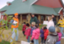 Students Touring Maiden Rock apples