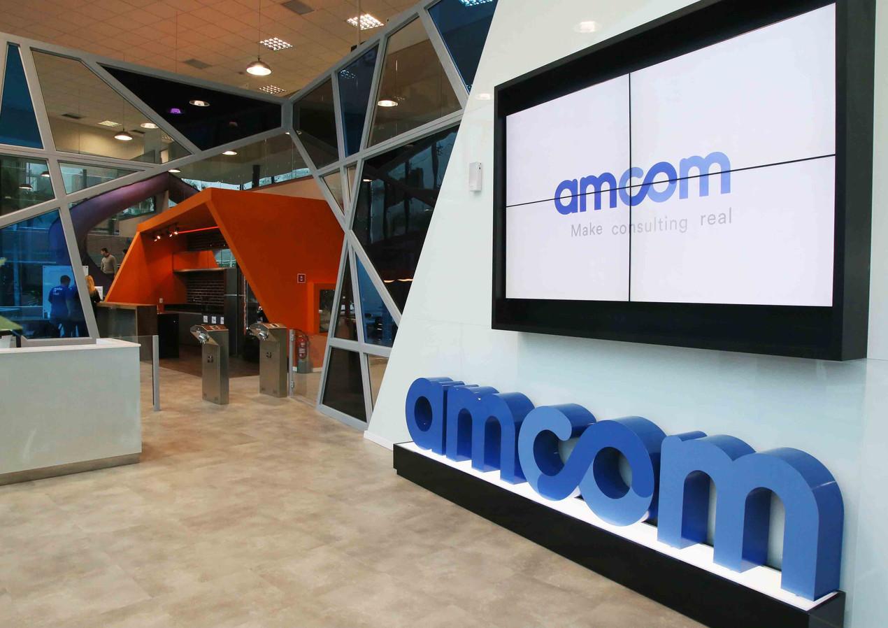 amcom11.jpg