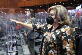 Angeles Gutiérrez, toma protesta en la LXV Legislatura.