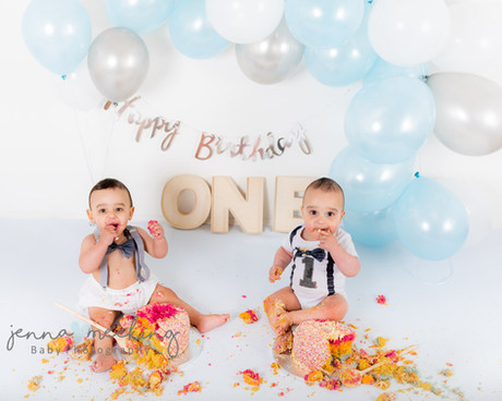 cake smash first birthday photoshoot leeds