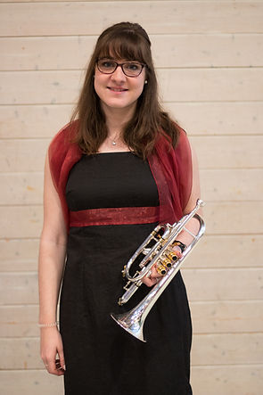 Iris Cochard_avec instrument.jpg