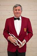 Gilbert Favre_avec instrument.jpg