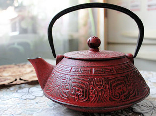 Nanbu tekki: cast iron teapot or kettle, what is the difference?