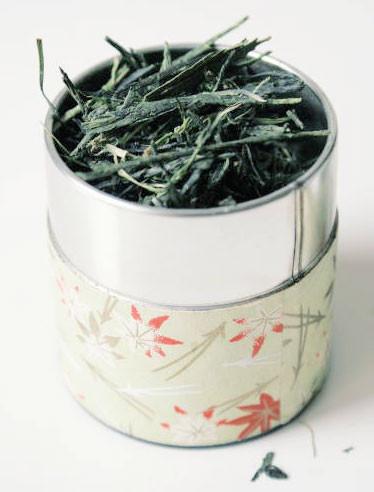 loose leaf sencha aracha in a tea caddy