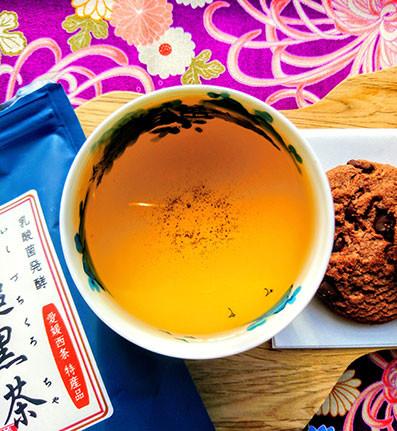 Ishizuchi Kurocha brewed under the sun with cookies