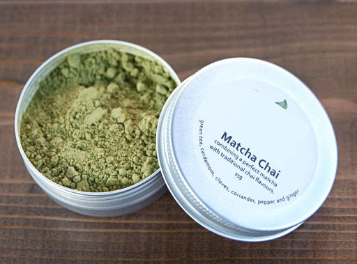 brownish yellowish matcha powder in a tin