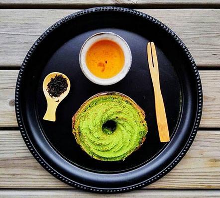 tea sponge cake matcha and spent leaves