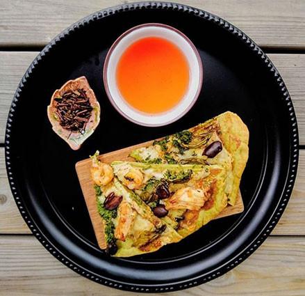 matcha pizza paired with sannenbancha tea sannencbancha tea leaves