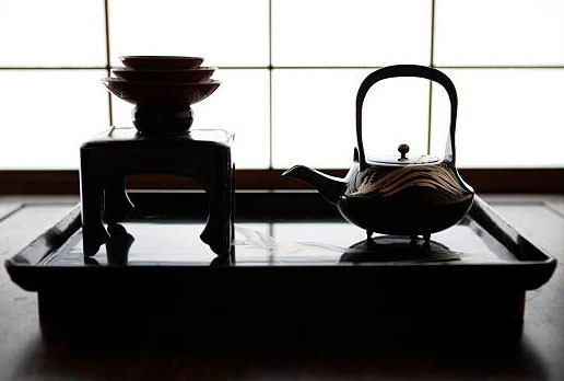 fancy japanese oriental light shadows iron cast teapot