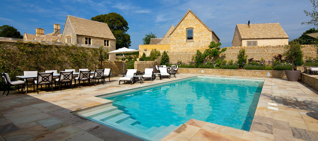 luxury-cotswold-farmhouse-swimming-pool.
