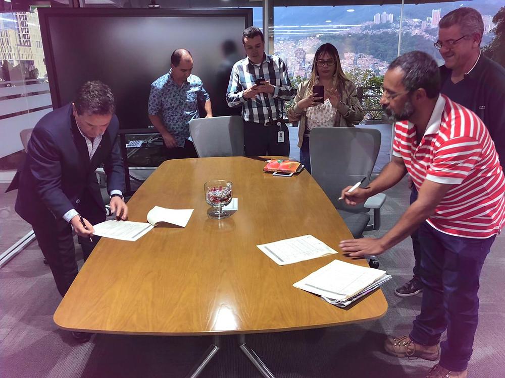 Gte. Alvaro Rendón y representantes sindicales