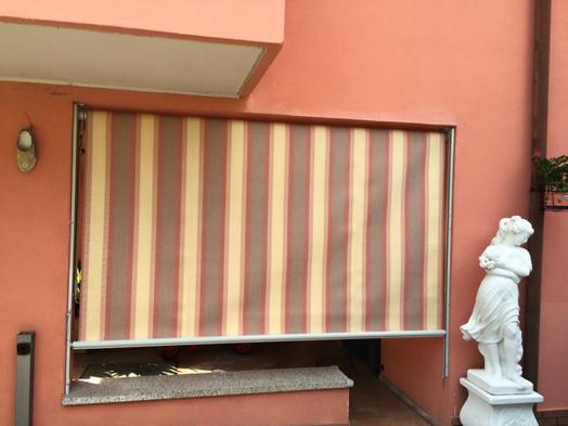 Tenda da sole a discesa verticale