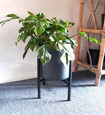 Short metal plant stand