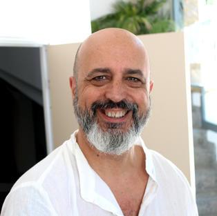 ENRIC SANMARTÍN  Terapeuta Holístico y masajista, profesor de Kundalini Yoga y Raja Yoga.