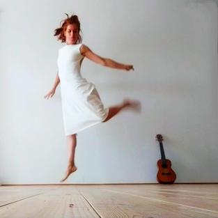 ZINA LÓPEZ  Bailarina y facilitadora de Arte Terapia.
