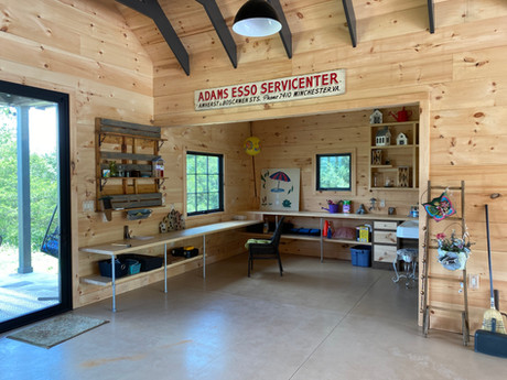 She-shed interior w_desk