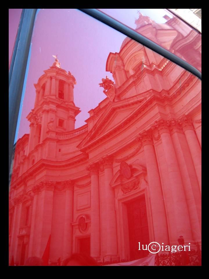 Roma - Furgone rosso davanti Sant'Agnese in Agone.jpg