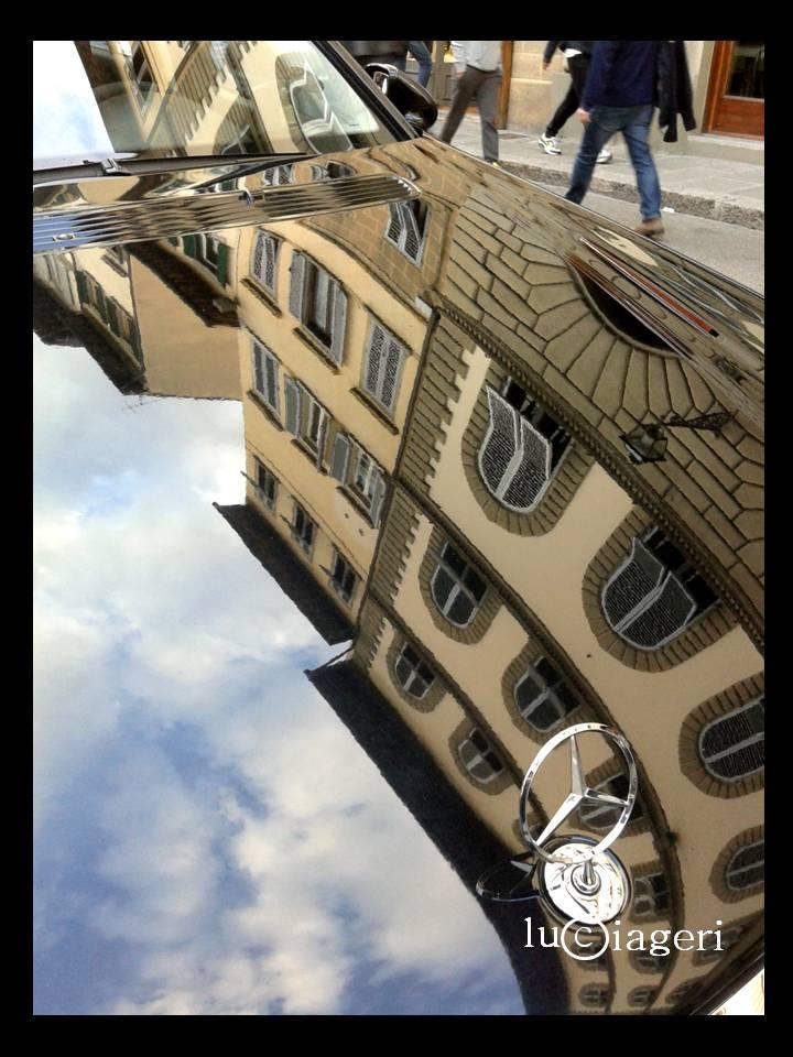 Firenze - auto in Piazza dei Ciompi.jpg