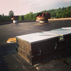 Roof curbing