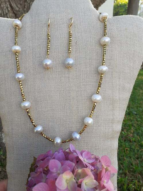 Cultivated pearls and hematite. Ecologic Jewelry