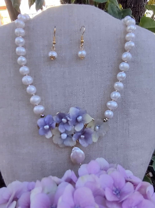 Cultivated pearls and flowers. Handmade Jewelry