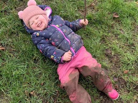 How to dress your kids in the rain to keep them warm and dry?