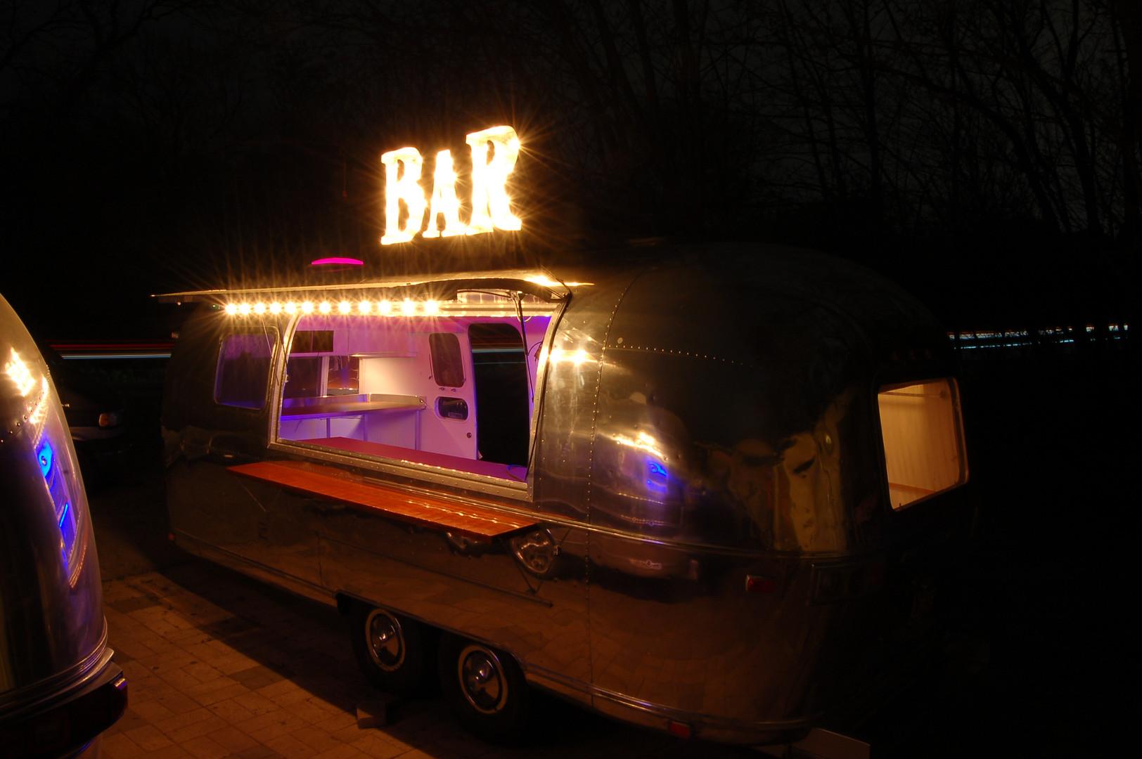 73 Safari Bar inside LED night with Niko