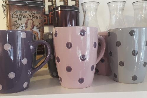 Tasses à pois violettes