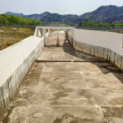 Timah Tasoh western spillway 2.jpg