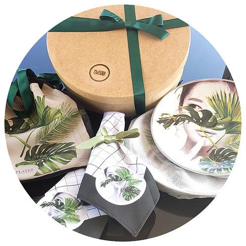 2 pratos Wild Woman+ 2 guardanapos + embalagem de tecido + caixa de MDF