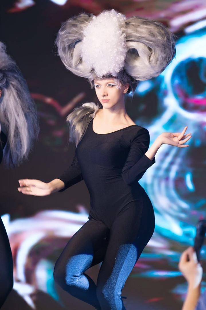 Куликова Ольга на показе Академии необычных причесок