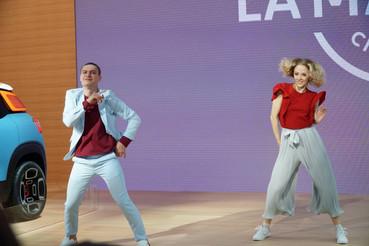 Куликова Ольга на автомобильной выставке с танцевальным партнером