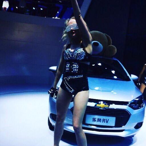 Куликова Ольга на автомобильной выставке в Китае (Chevrolet)
