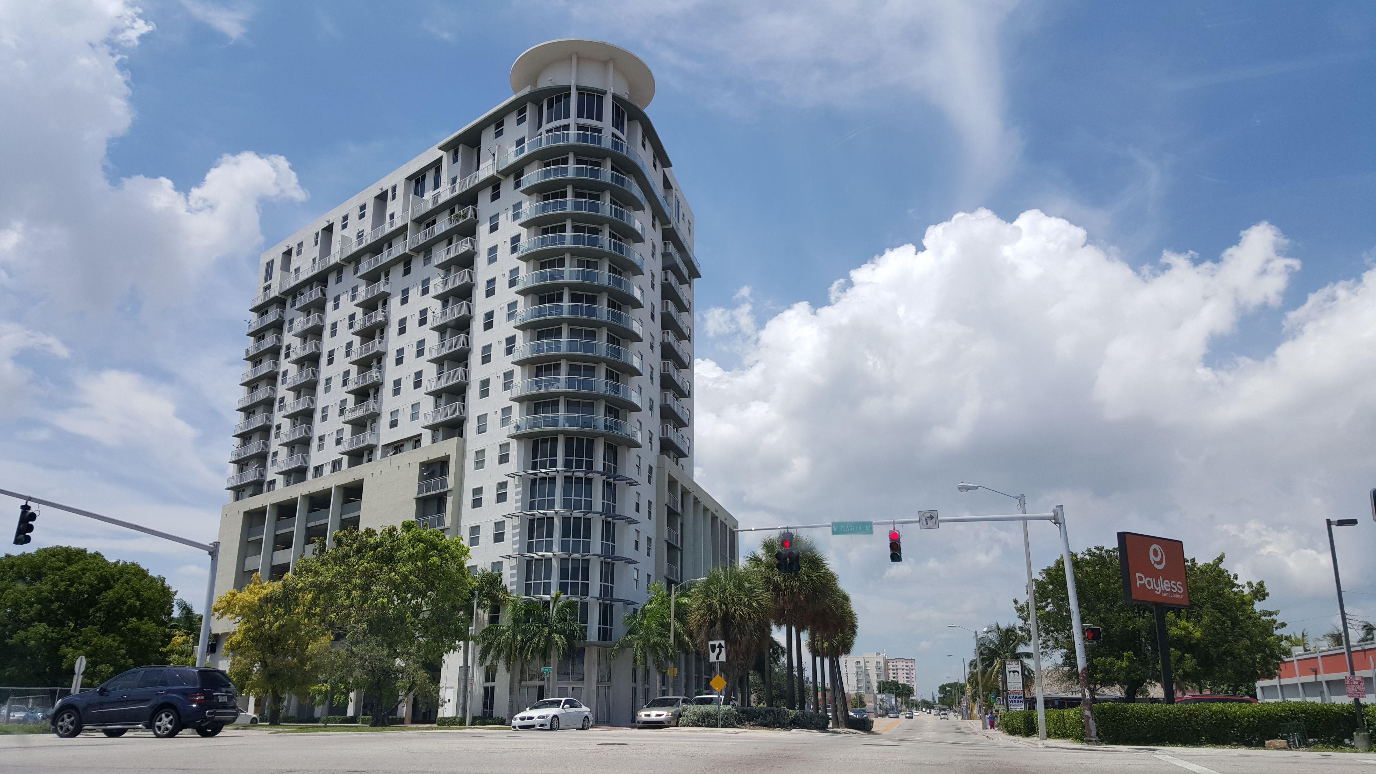 Altos de Miami Shoppes and Offices 02