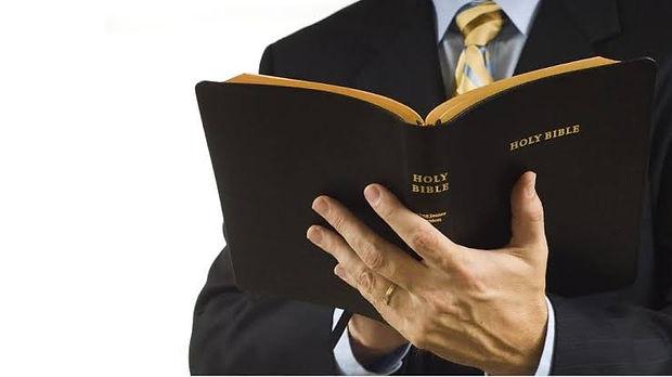 Pastor Igreja.jpeg