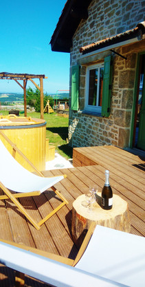 Terrasse en bois avec transat