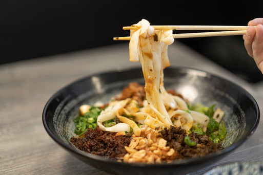 Knife Cut Noodles w/Spicy Sauce. 炸醬刀削麵
