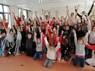 """CP- CE1 :A la rencontre des super -héros avec l'école """"The Village""""!"""