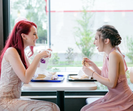 This Teen Loves Taco Bell So Much, She Took Her Prom Photos There