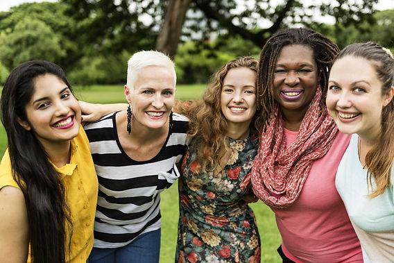 photo- Womens multiracial group hugging
