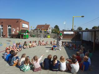 Voorstelling van de MOS-kabouters op de wijkschool