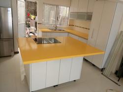 proyecto de cocina amarilla Hanex