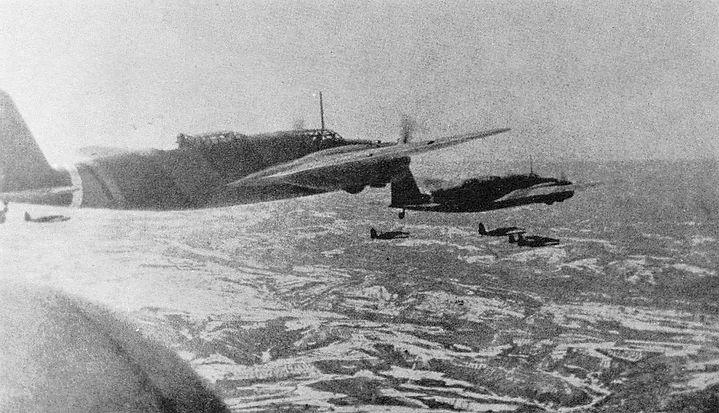 Бомбардировщики Ki-21-Iа 60-го сентая японских армейских ВВС в небе Манчжурии.jpg