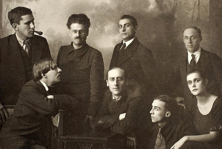 группа Творчество Сидят (слева направо)