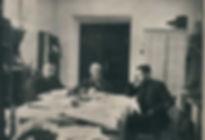 А.К. Кузнецов в рабочем кабинете 1920-е.