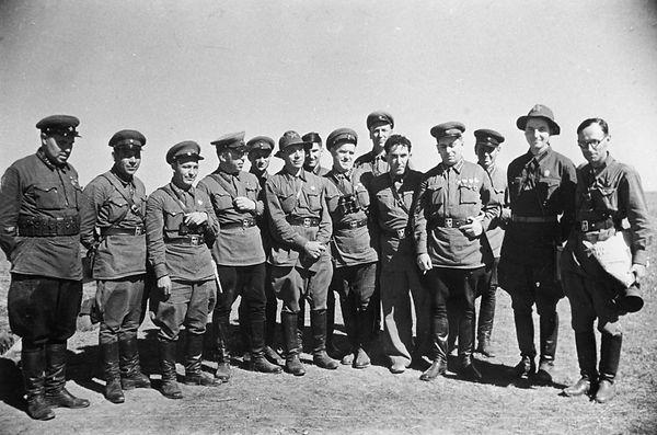 Командиры и политработники фронтовой гру