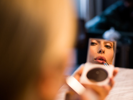 4 HACKS FOR MAKEUP THAT LASTS ALL NIGHT